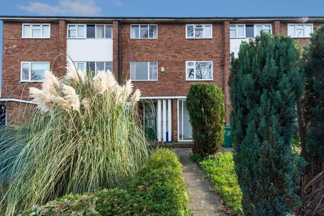 Thumbnail Maisonette for sale in Bond Gardens, Wallington