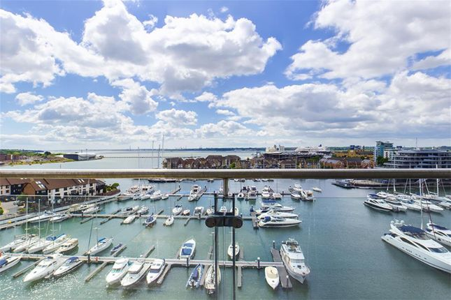 Thumbnail Flat for sale in Sundowner, Channel Way, Southampton