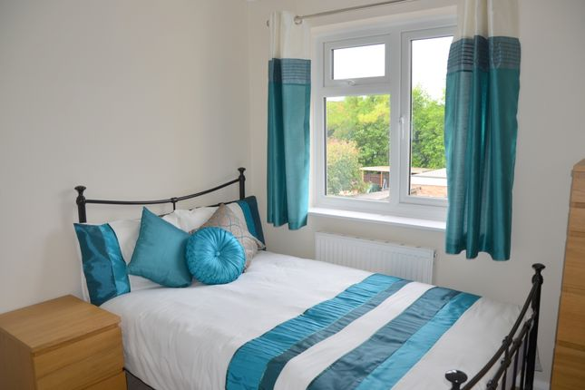Thumbnail Room to rent in Sycamore Drive, Camberley, Surrey