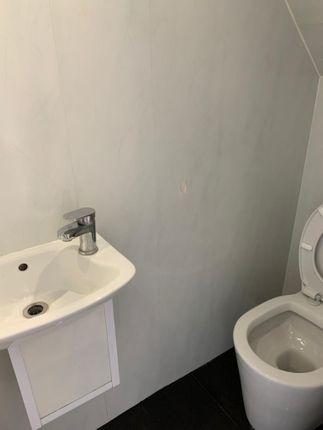 G/F Shower Room of Essex Road, Barking IG11