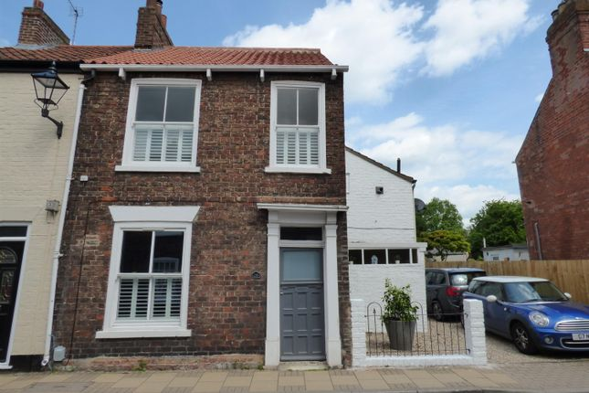 Thumbnail End terrace house for sale in Minster Moorgate, Beverley