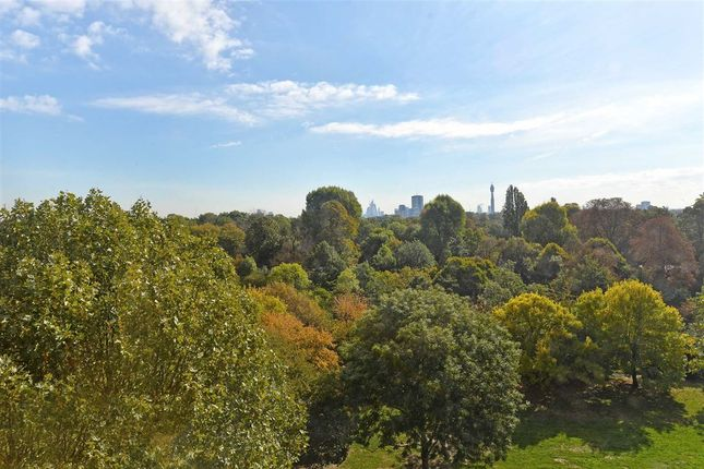 Thumbnail Flat for sale in Bentinck Close, London