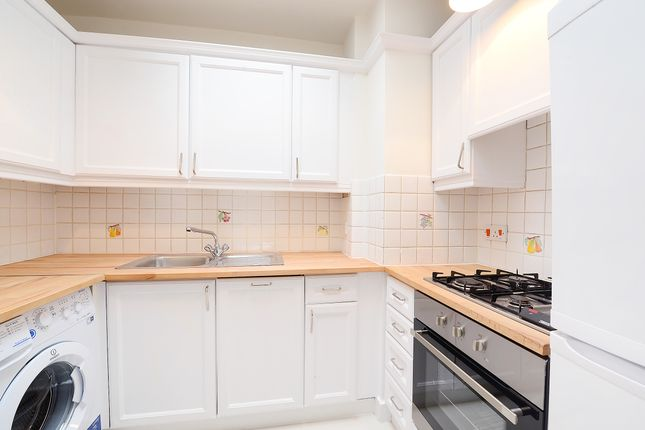 2 bed flat to rent in Lexham Gardens, London