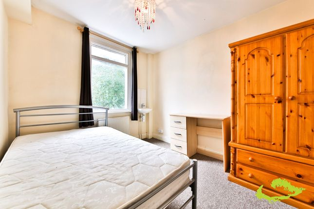 5 bed shared accommodation to rent in Park Crescent Road, Brighton
