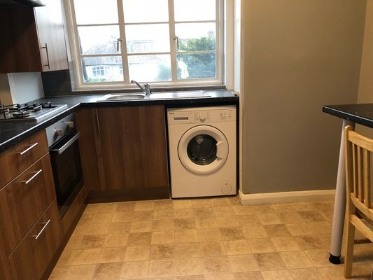 Thumbnail Maisonette to rent in Station Parade, Cockfosters Road, Cockfosters, Barnet