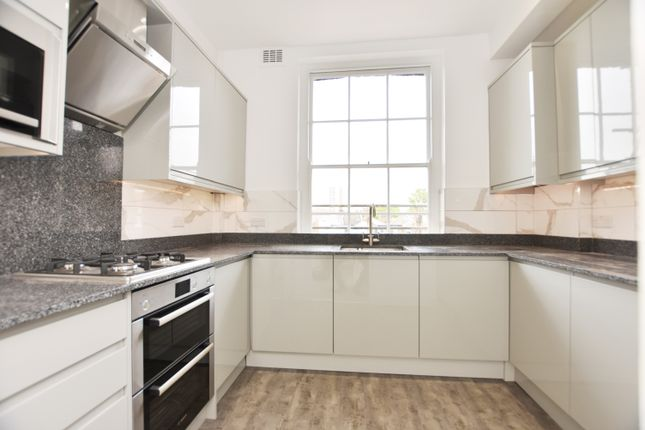 2 bed flat to rent in Greenwich High Road, London SE10