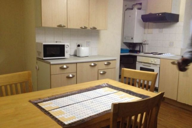 3 bed flat to rent in Claremont, Bradford