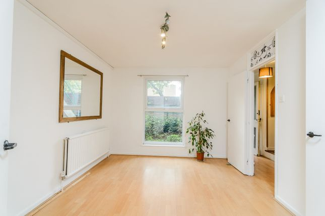 Thumbnail Maisonette for sale in Staveley Close, London