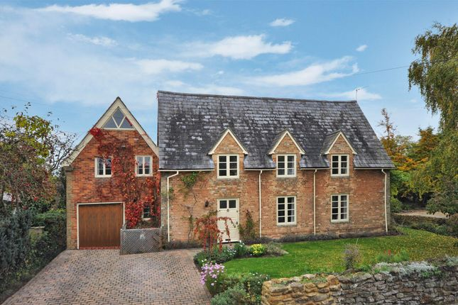 4 bed property for sale in Thame Road, Piddington, Bicester