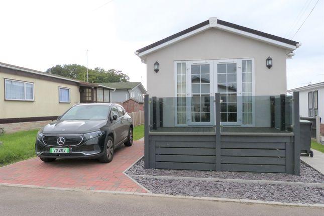 Thumbnail Mobile/park home for sale in London Road, Abridge, Romford