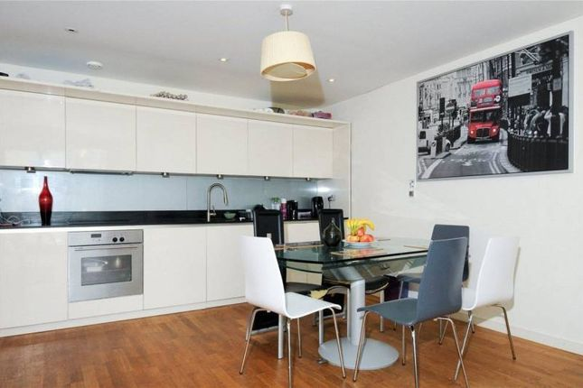 Thumbnail Flat for sale in Chiswick Gate, London