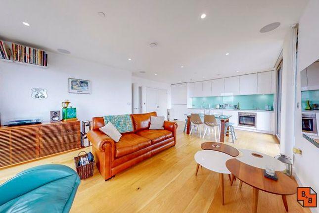 Thumbnail Flat for sale in Caithness Walk, Croydon