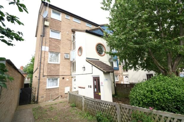 Thumbnail Maisonette to rent in Cromwell Court, Cromwell Road