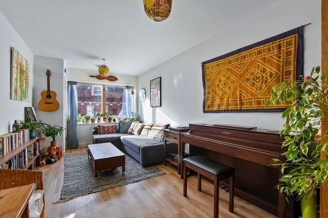 1 bed flat for sale in West Green Road, London N15