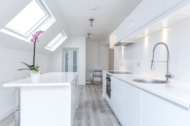 2 bed flat for sale in Walm Lane, London
