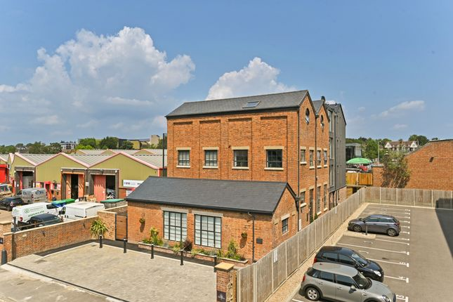 Thumbnail Flat for sale in Victoria Crescent, Ashford