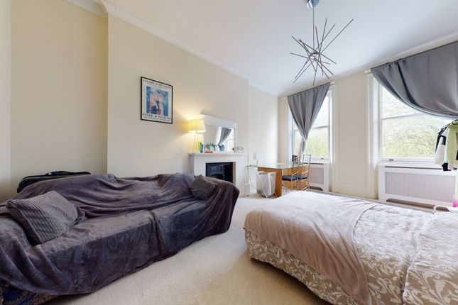2 bed flat to rent in Nevern Square, London SW5