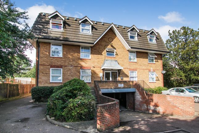 Thumbnail Flat to rent in Millstream Close, Palmers Green