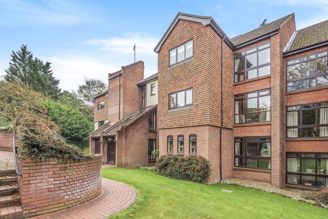 Thumbnail Flat to rent in Raylands Mead, Gerrards Cross