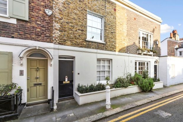 Thumbnail Property to rent in Upper Cheyne Row, London