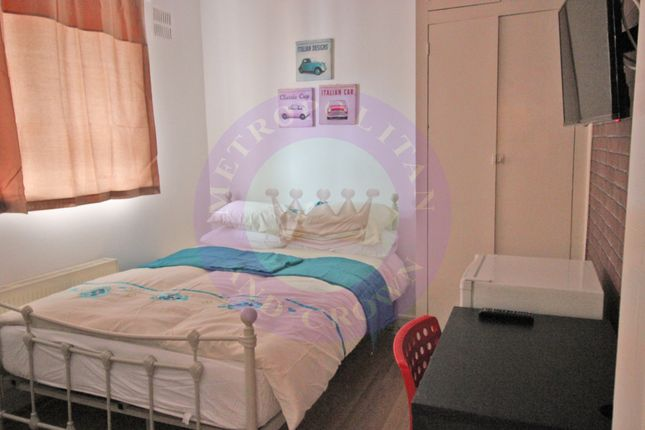 Room to rent in Wheler House, Quaker Street, Shoreditch