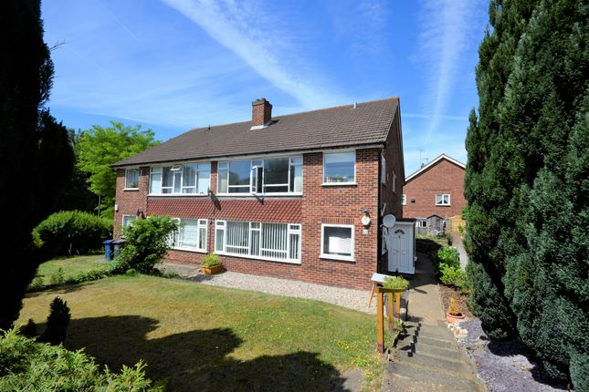 Thumbnail Flat to rent in Chalfont Avenue, Amersham, Buckinghamshire