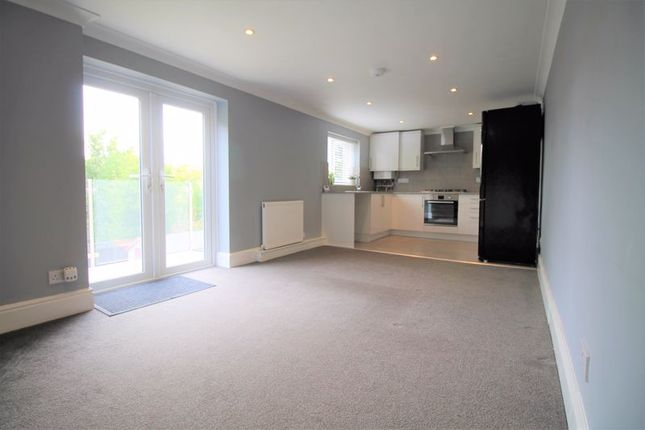 3 bed flat to rent in Richmond Park Road, Bournemouth BH8