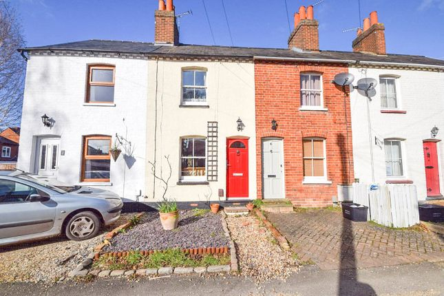 Thumbnail Terraced house to rent in Mount Pleasant, Wokingham, Berkshire