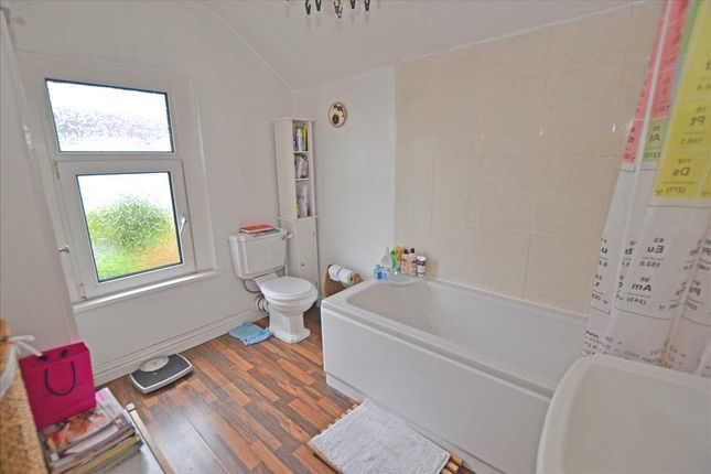 Bathroom of Bruce Street, Cathays, Cardiff CF24