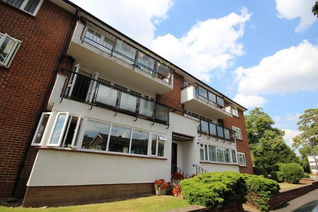 Thumbnail Flat to rent in Calthorpe Gardens, Edgware, Middlesex
