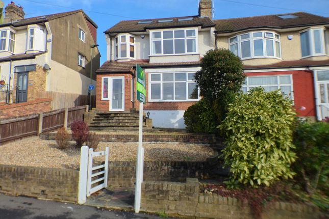 Large 4 Bedroom End Of Terrace House