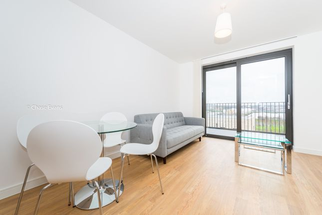 Flat to rent in Waterside Park, Kingfisher Heights, Royal Docks
