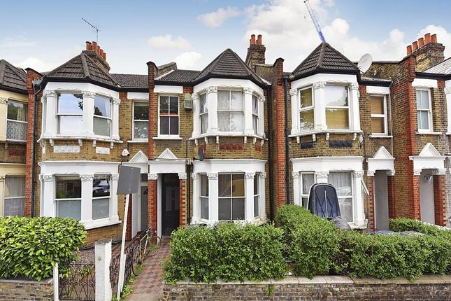 2 bed flat to rent in Newton Avenue, London W3