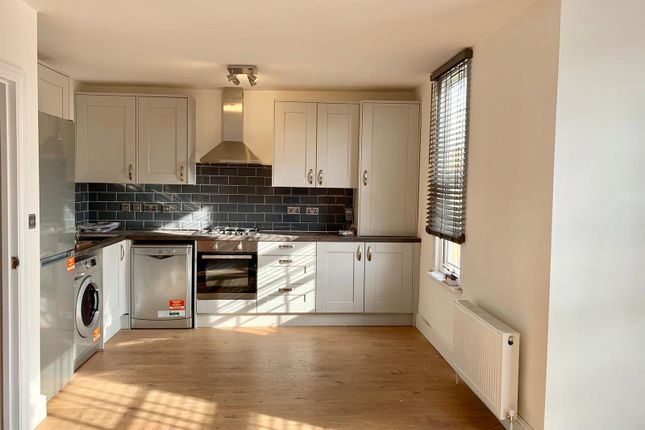Flat to rent in Forest Drive East, London