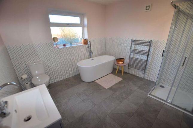 Family Bathroom of Snaith Road, East Cowick, Goole DN14