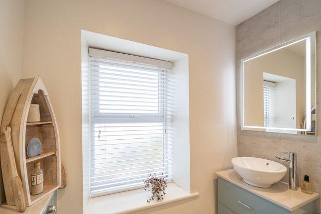Bathroom of Sandside, Sandside LA7