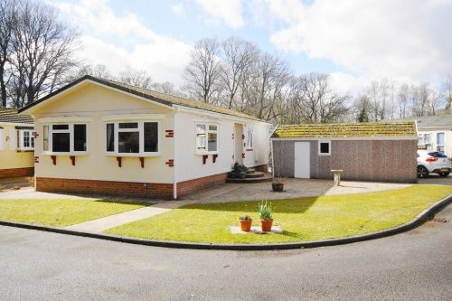 2 bed mobile/park home for sale in Dewlands Park, Verwood