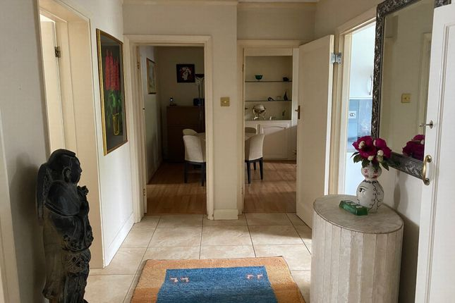 Thumbnail Flat to rent in Cecil Close, Mount Avenue
