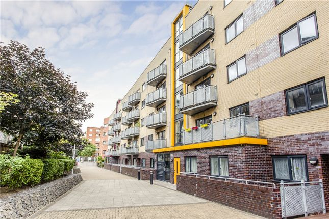 Thumbnail Property for sale in Oakleigh Court, Murray Grove, Islington, London