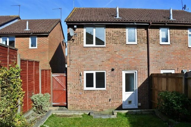 2 bed terraced house to rent in Cropmark Way, Basingstoke