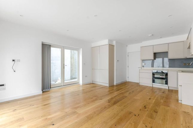 Thumbnail Flat to rent in Fontenoy Road, Bedford Hill