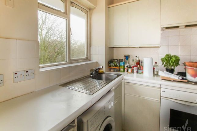 Thumbnail Flat to rent in Wentworth Fields, Gainsborough Rd, Hayes
