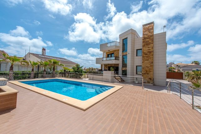 Thumbnail Villa for sale in Torrevieja, Costa Blanca, Spain