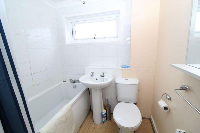 Bathroom of Minnoch Crescent, Maybole KA19