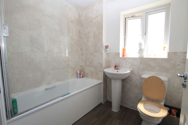 Bathroom of Mellowes Road, Hornchurch RM11