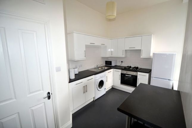 Thumbnail Flat to rent in Lipson Road, Plymouth