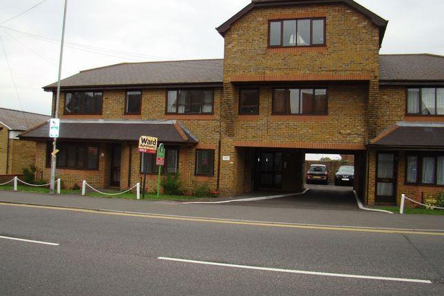 Flat to rent in High Street, Rainham, Gillingham