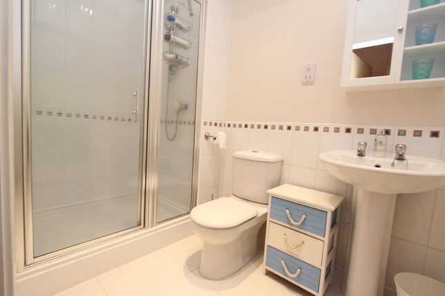 En-Suite of Century Quay, Vauxhall Street, Sutton Harbour, Plumouth, Devon PL4