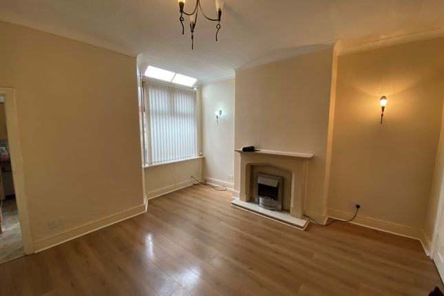 3 bed terraced house to rent in Grange Road, Blackburn BB2