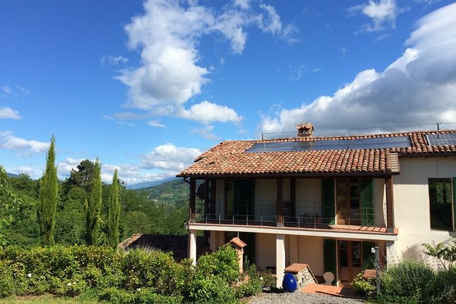 4 bed farmhouse for sale in Barga, Lucca, Tuscany, Italy